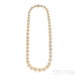 Important Natural Pearl Necklace