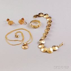 Small Group of 14kt Gold Seashell Jewelry