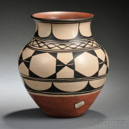Santo Domingo Painted Pottery Jar
