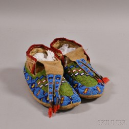 Lakota Beaded Hide Man's Moccasins