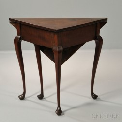 Queen Anne-style Mahogany Handkerchief Table