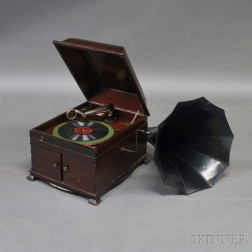 Tabletop Victor Talking Machine Co. Victrola
