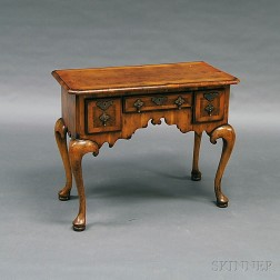 Queen Anne-style Inlaid Fruitwood Veneer and Oak Dressing Table