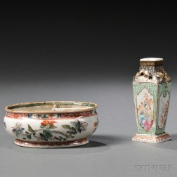 Two Chinese Export Porcelain Decorative Items