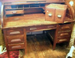 Early 20th Century American Oak Roll-top Double-Pedestal Desk