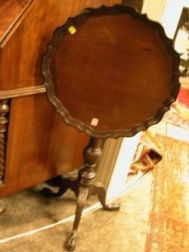 Wallace Nutting Chippendale-style Carved Mahogany Piecrust Tilt-top Candlestand