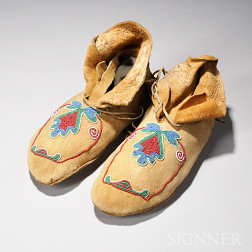 Pair of Eastern Plains Hard-sole Moccasins