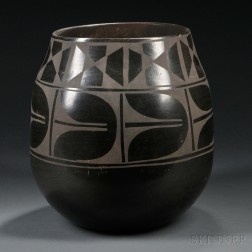 Large Santo Domingo Black-on-black Pottery Jar