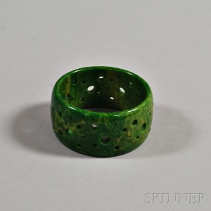 Bakelite Creamed Spinach Drill-carved Bangle