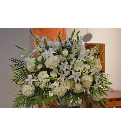 DELUXE ALL WHITE ARRANGEMENT