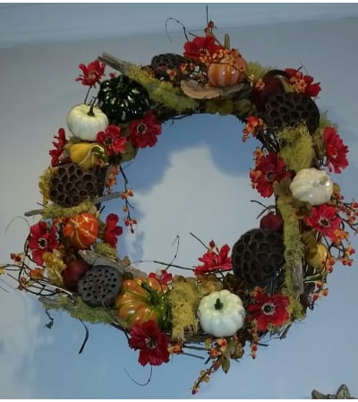 Autumn wreath with pods