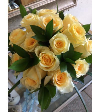 Soft Yellow Rose Bouquet Set