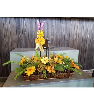 Garden Basket with Lantern