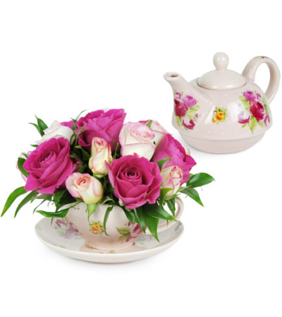 Teacup of Roses with Teapot