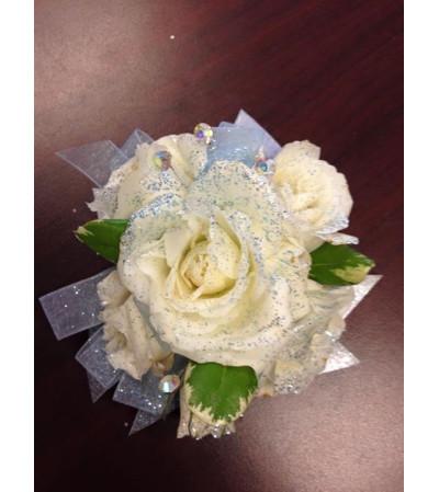 white roses blue ribbon