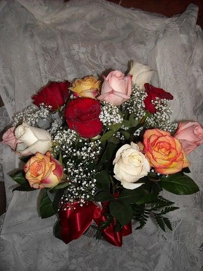 Mixed wonder 12 colored rose vase