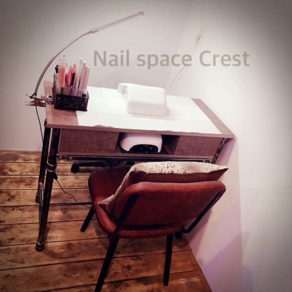 Nail space Crest