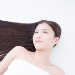 【チリチリの髪の毛はいやっ!】髪の毛がチリチリになる原因や対処法を現役美容師に聞いてきました!