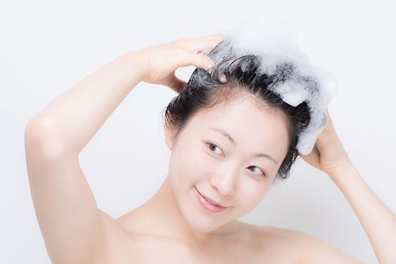 髪の毛を柔らかくするシャンプーの選び方