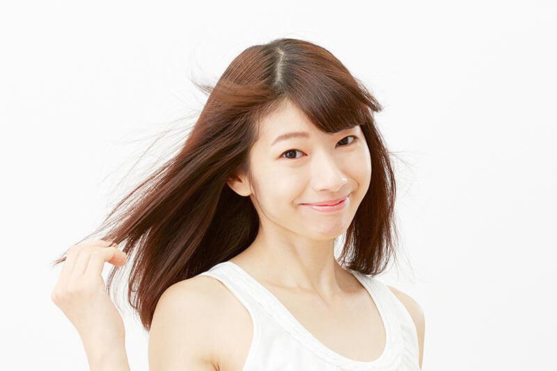 【くせ毛を直す!?】原因や対処法を現役の美容師に取材しました!