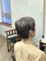 大人の白髪ぼかしスタイル