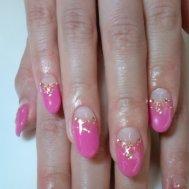 はっきりとしたピンクに ゴールドが映えますね(^○^)