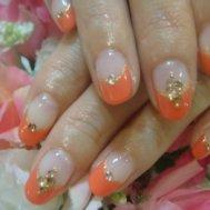 コーラルオレンジのフレンチネイル