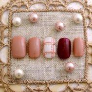 ピンクのワンカラーとチェックネイル