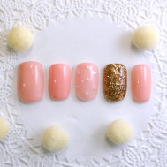 ピンクのワンカラー×ゴールドラメネイル