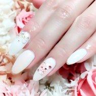 ホワイト×お花ネイル