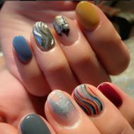 <lot>nail