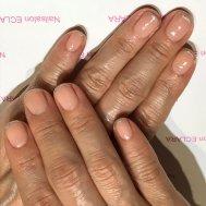 短い爪でも指先ほっそりネイル