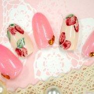 春の苺ネイル