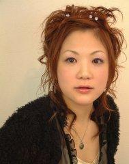 エアリーな毛束感がかわいいアレンジヘアー