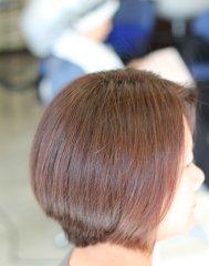 大人女性の髪のうねりをトリートメントで修復しました