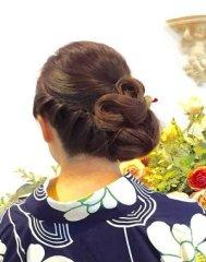 浴衣やオシャレ着に似合う粋でアシンメトリーまとめ髪スタイル