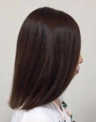 前髪にニュアンスをつけると華やかな印象になるシンプルストレー