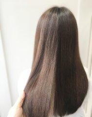 ハイライトの入っている退色した髪に「クセ&ダメージ改善カラー