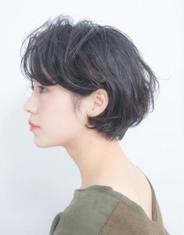 大人ニュアンスパーマの黒髪ショート【東京都】