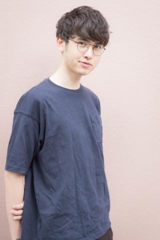 メガネが似合う知的マッシュヘア