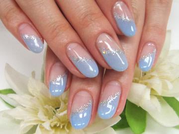 指先すっきりブルーの細見え斜めフレンチネイル