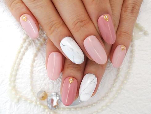 爪先レディなクラシックピンクの大理石風ネイル